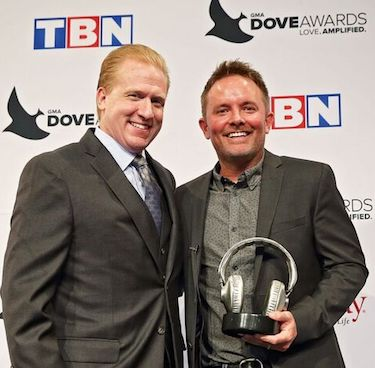Michael Huppe presents Chris Tomlin SoundExchange's Digital Radio Award and the 2016 Dove Awards in Nashville. Photo: Kayla Schoen